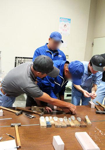 若手技術者に基本技術を伝える「技能塾」に参加するインターンシップ生