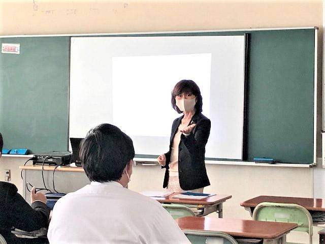 富士市立須津中学校での職業講話の様子